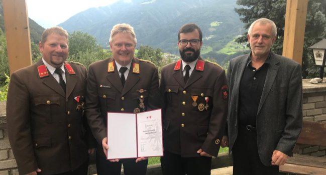 Hohe Auszeichnung für Bezirkskommandant Hubert Fischer